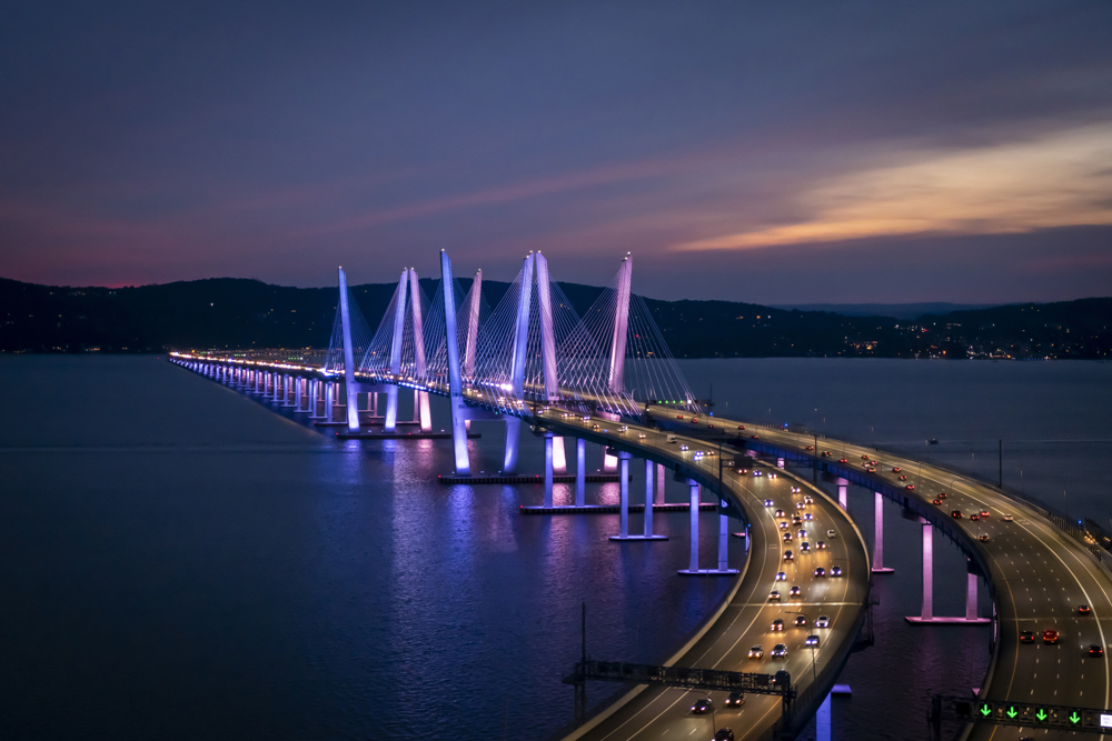 The Gov. Mario M. Cuomo bridge has over 2,500 aesthetic LED lights, capable of 16 million colour combinations © HDR