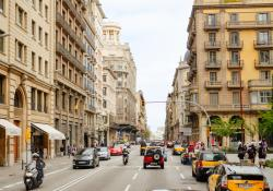 EIB helps Barcelona fight climate change with mobility projects (© Sulozone | Dreamstime.com)